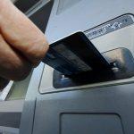 Боровичанка похитила кредитную карту и сняла с нее 10 тысяч рублей