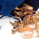 Боровичанка похитила украшения на общую стоимость 36 тысяч рублей