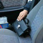 15-летние подростки из Боровичей обворовали владельца автомобильного средства Лада Приора