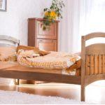 Односпальная кровать: деревянная или металлическая